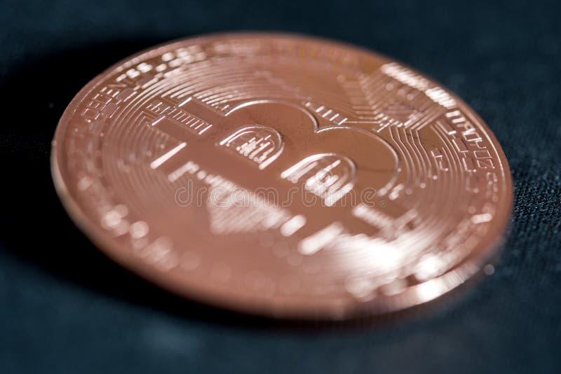 Bitcoin de crypto-devise de pièce de monnaie en cuivre images stock