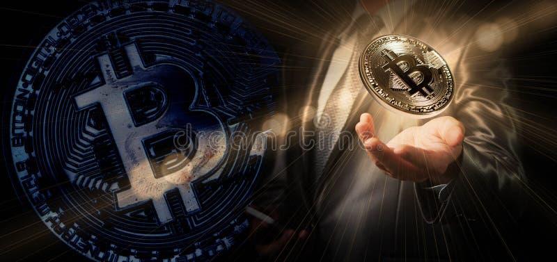 Bitcoin del control del hombre de negocios, moneda crypto conceptual, nuevos géneros fotografía de archivo