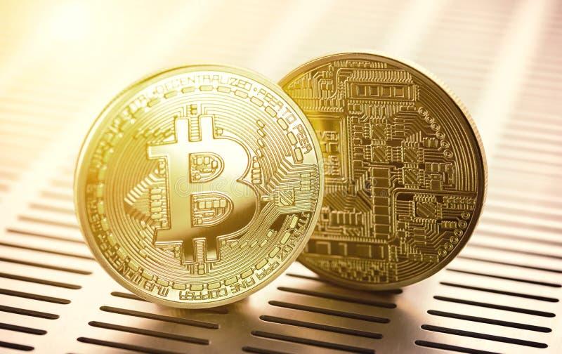 Bitcoin dorato concetto commerciale di valuta cripto fotografie stock