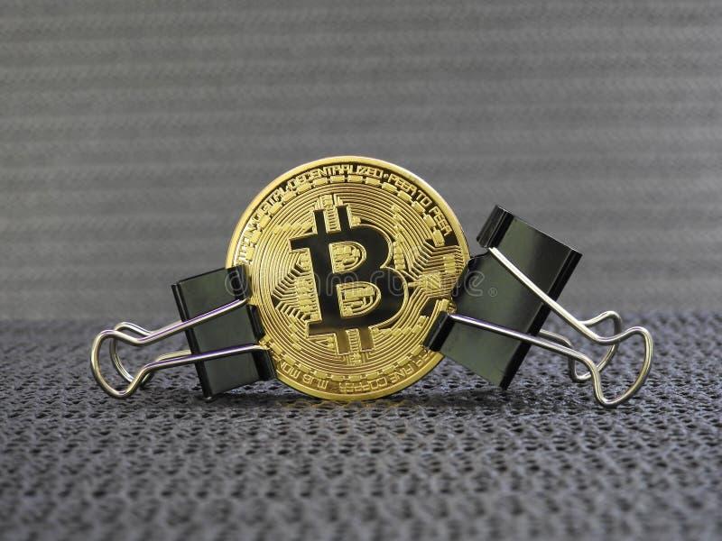 Bitcoin dorato ha premuto fotografia stock libera da diritti