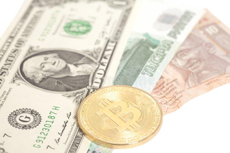 Bitcoin dourado com U S dólar, cédulas da rupia da extremidade do rublo imagem de stock royalty free