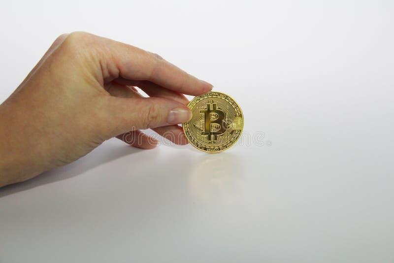 Bitcoin dourado do conceito de Cryptocurrency Fundo branco Bitcoin imagem de stock royalty free