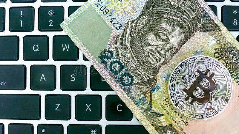 Bitcoin en cuentas del naira foto de archivo libre de regalías