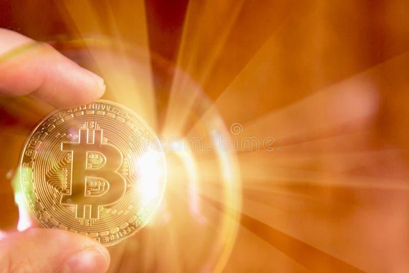 Bitcoin en de bel als abstract symbool van de risico's van D stock foto's