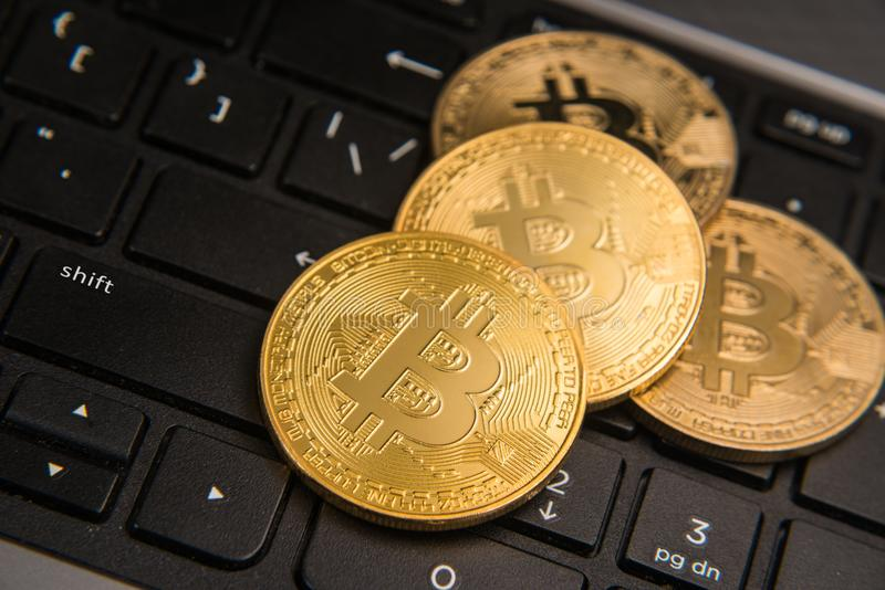 Bitcoin en el teclado fotos de archivo libres de regalías