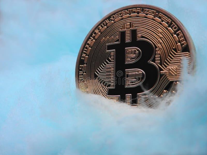 Bitcoin en la nube le gusta la manta fotografía de archivo libre de regalías