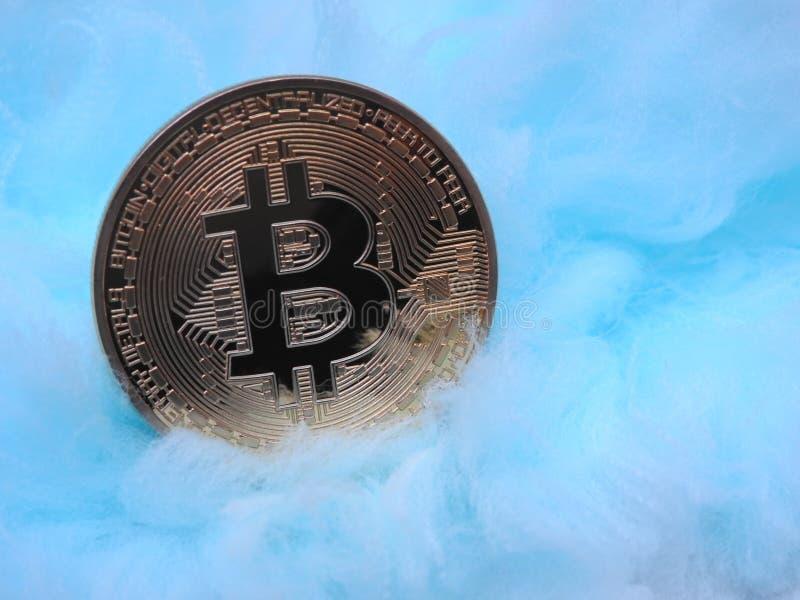 Bitcoin en una manta imagenes de archivo