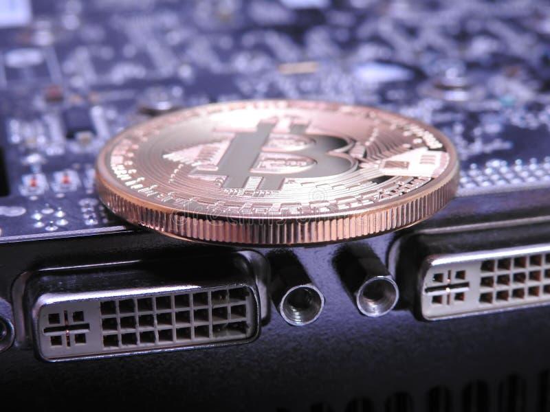 Bitcoin encima de la unidad central de los gráficos o de GPU fotografía de archivo libre de regalías