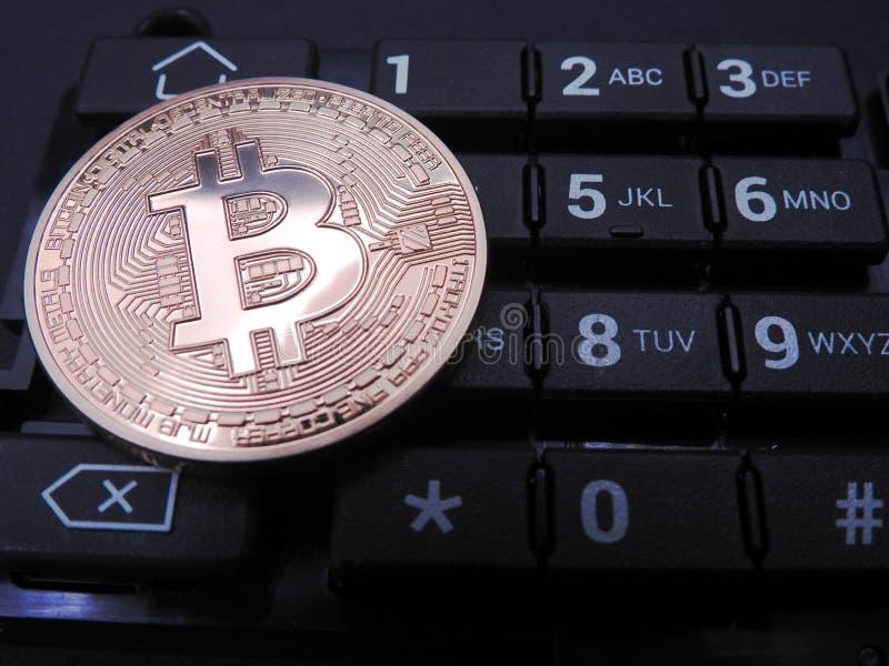 Bitcoin encima del teclado numérico imagen de archivo