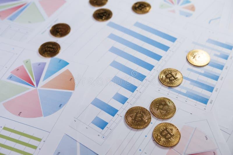 Bitcoin es una manera moderna de intercambio y de esta moneda crypto foto de archivo