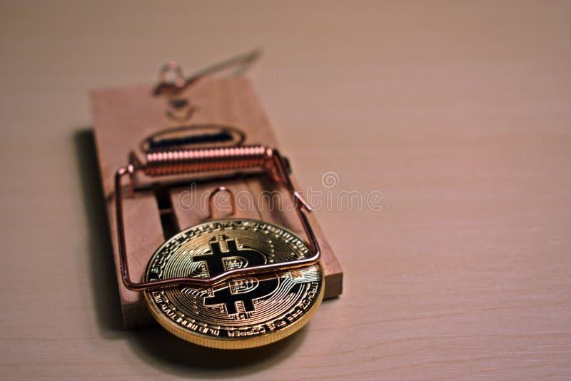 Bitcoin est dans une souricière à clapet photographie stock