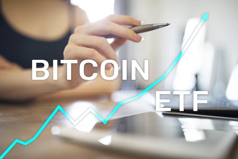 Bitcoin ETF,交换换了在虚屏上的资金和cryptocurrencies概念 免版税库存图片