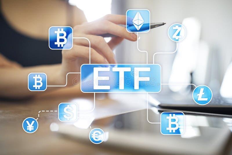 Bitcoin ETF 交换在虚屏上的被换的资金和cryptocurrency概念 库存照片