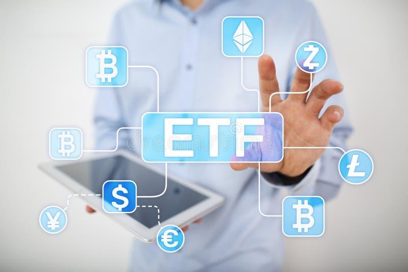 Bitcoin ETF Concepto negociado intercambio del fondo y del cryptocurrency en la pantalla virtual imágenes de archivo libres de regalías