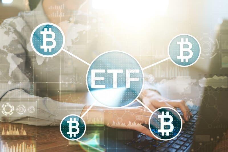 Bitcoin ETF, troca trocou o conceito do fundo e dos cryptocurrencies na tela virtual imagem de stock royalty free