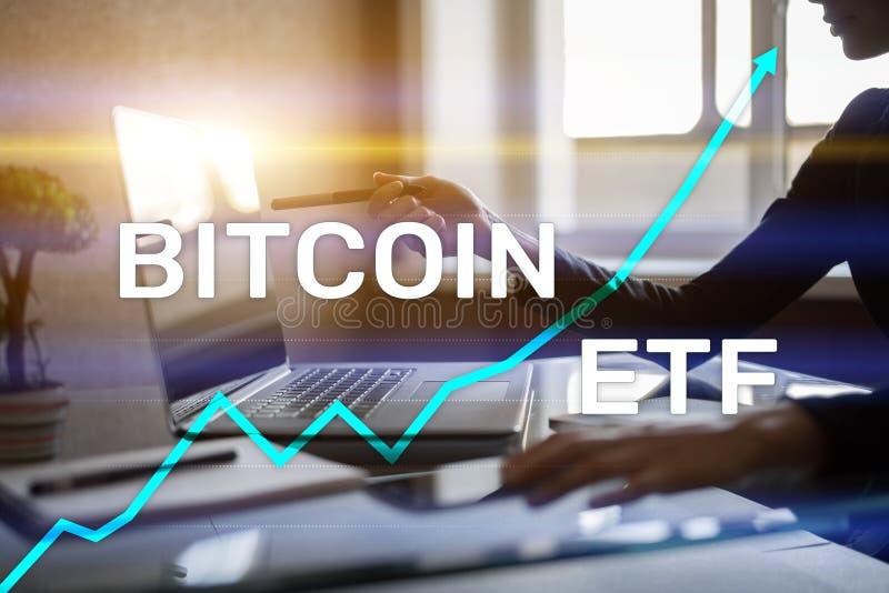 Bitcoin ETF, utbyte handlade fond- och cryptocurrenciesbegrepp på den faktiska skärmen fotografering för bildbyråer