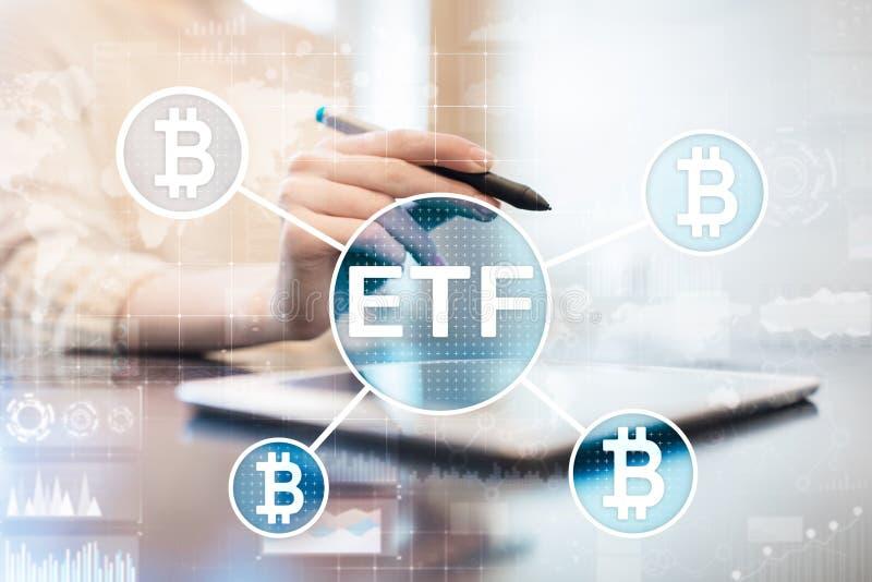 Bitcoin ETF, utbyte handlade fond- och cryptocurrenciesbegrepp på den faktiska skärmen arkivbilder