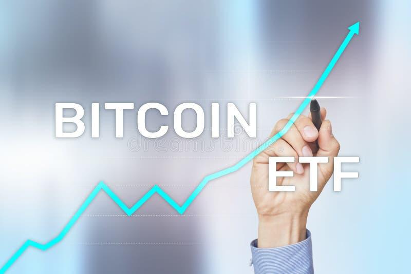 Bitcoin ETF, utbyte handlade fond- och cryptocurrenciesbegrepp p? den faktiska sk?rmen royaltyfria foton