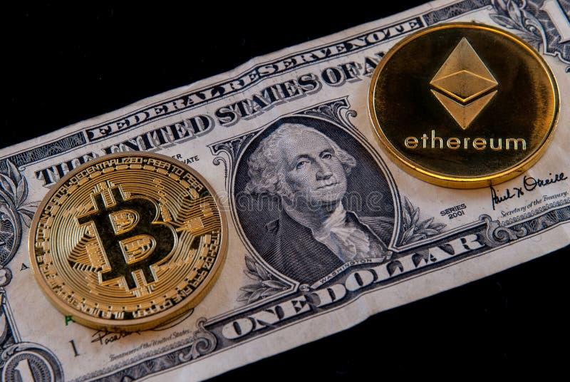 Bitcoin ethereum隐藏货币概念硬币和美金 图库摄影