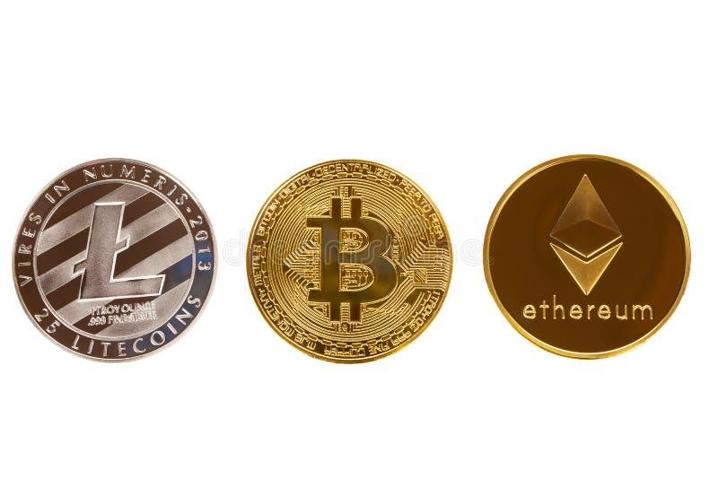 Bitcoin, ethereum- och litecoinmynt som isoleras på vit bakgrund Crypto valuta - elektroniska faktiska pengar för rengöringsdukba royaltyfria bilder