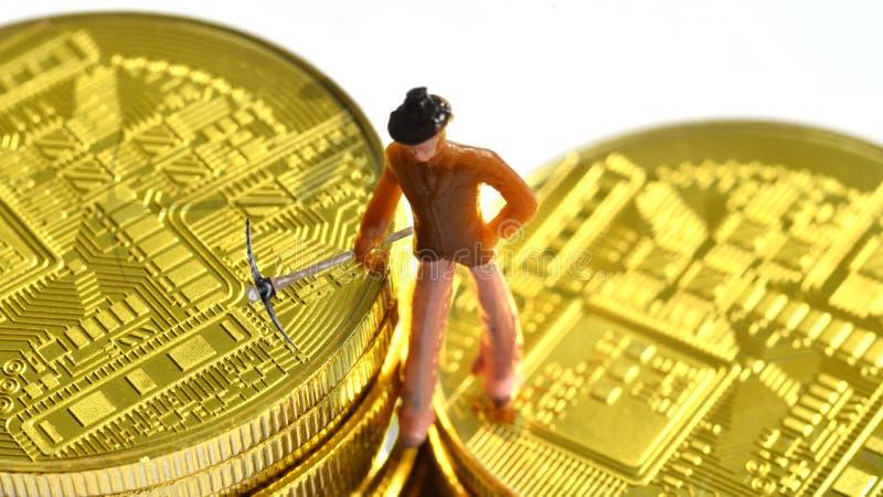 Bitcoin gruvarbetare på en bitcoin arkivbild
