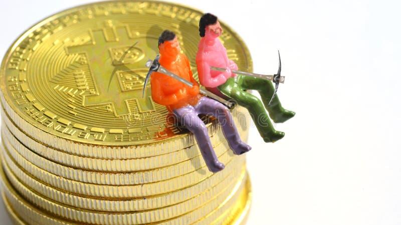 Bitcoin gruvarbetare på en bitcoin arkivfoton