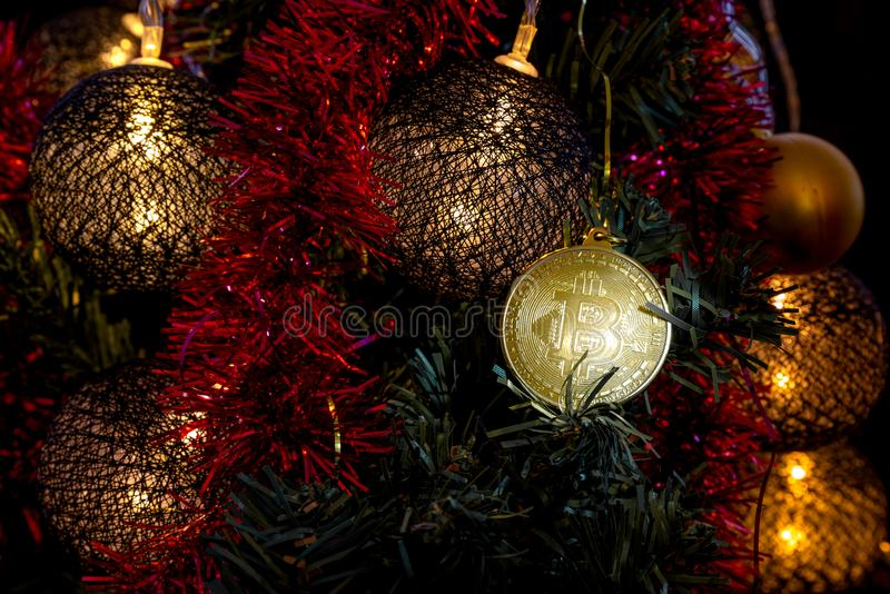 Bitcoin guld Pengarmynt Dekor för ` s för nytt år royaltyfri foto