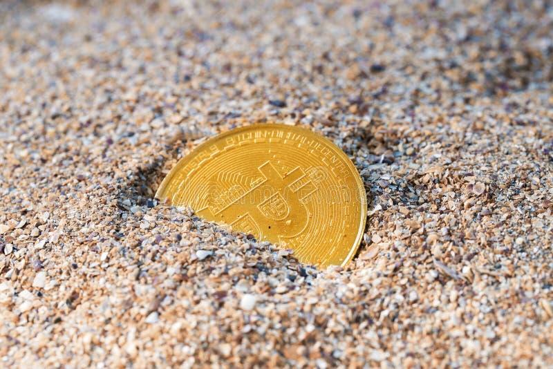 Bitcoin ha perso in sabbie di tempo fotografia stock libera da diritti