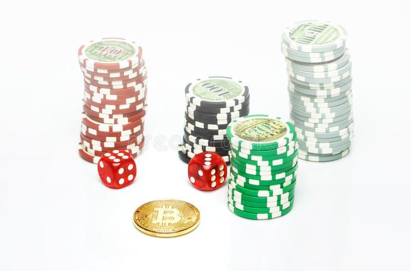 Bitcoin het gokken spel met pookspaanders royalty-vrije stock afbeeldingen
