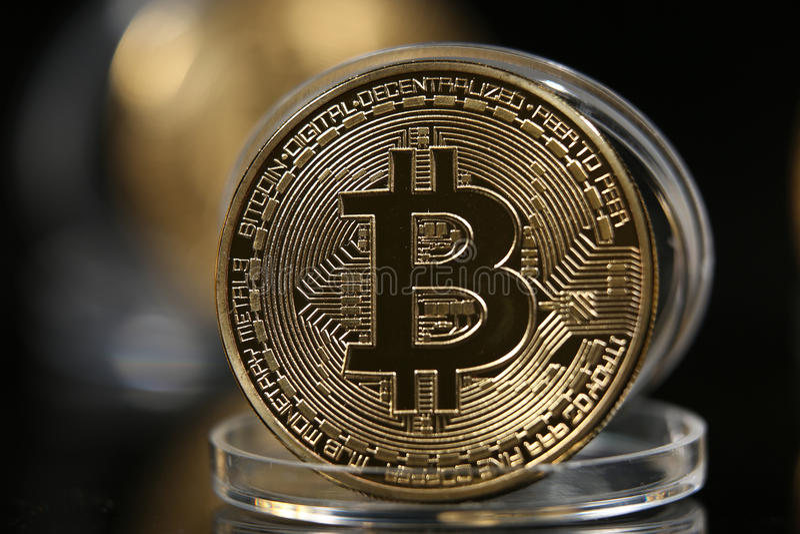 Bitcoin i dess fall arkivfoton