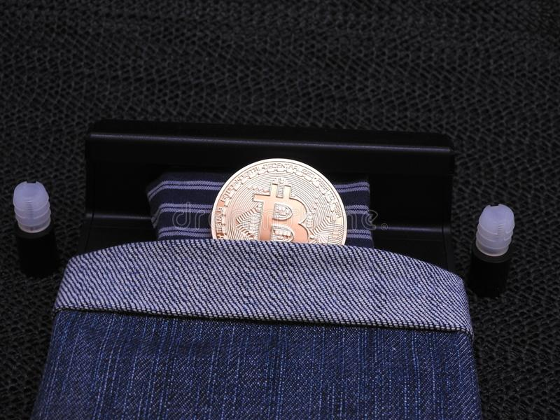 Bitcoin i säng royaltyfri bild