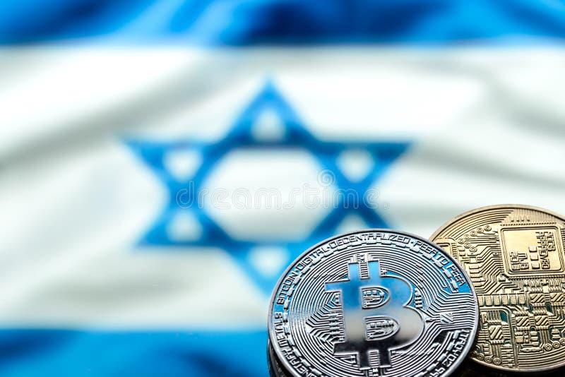 Bitcoin invente sur le fond du drapeau israélien, le concept photographie stock libre de droits