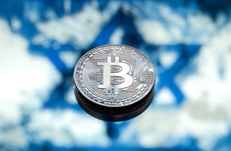 Bitcoin invente sur le fond du drapeau israélien, le concept photos libres de droits