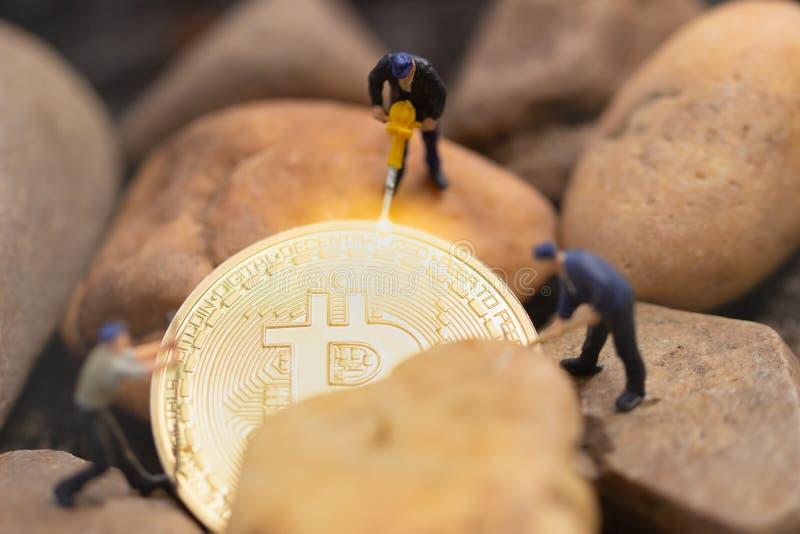 Bitcoin kopalnictwo Wirtualnego cryptocurrency górniczy pojęcie bitcoin rewolucja obraz royalty free