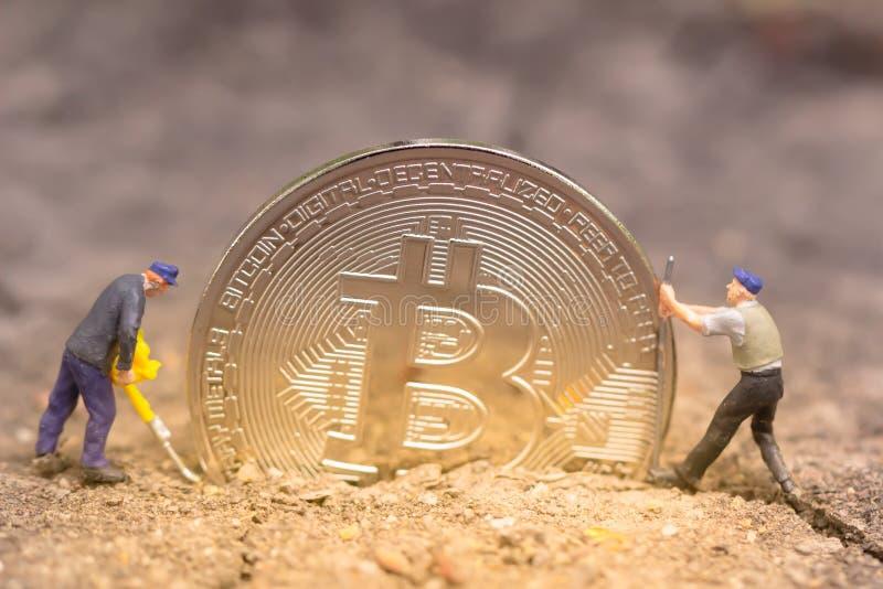 Bitcoin kopalnictwo Wirtualnego cryptocurrency g?rniczy poj?cie pranie brudnych pieni?dzy bitcoin fotografia royalty free