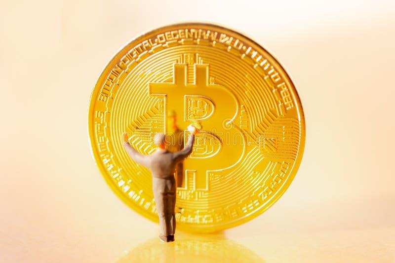 Bitcoin kopalnictwo Wirtualnego cryptocurrency g?rniczy poj?cie obraz stock