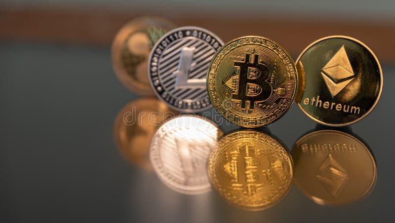 Bitcoin litecoin ethereum czochry moneta w linii zdjęcie royalty free
