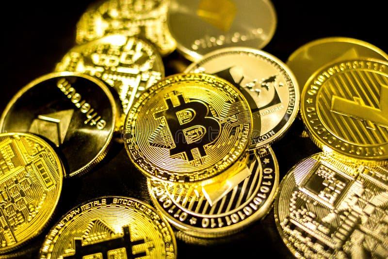 Bitcoin, litecoin, moedas do etherium fecha-se acima imagem de stock royalty free