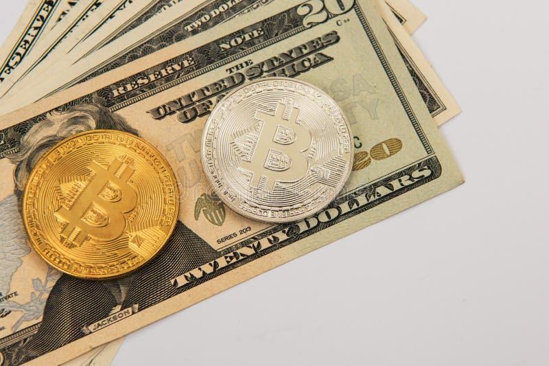 Bitcoin-Münze mit Dollar stockbilder