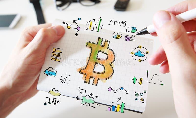 Download Bitcoin Met Bemant Handen En Notitieboekje Stock Afbeelding - Afbeelding bestaande uit internet, kleurrijk: 107706461