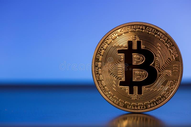 Bitcoin metallsymbol royaltyfria foton