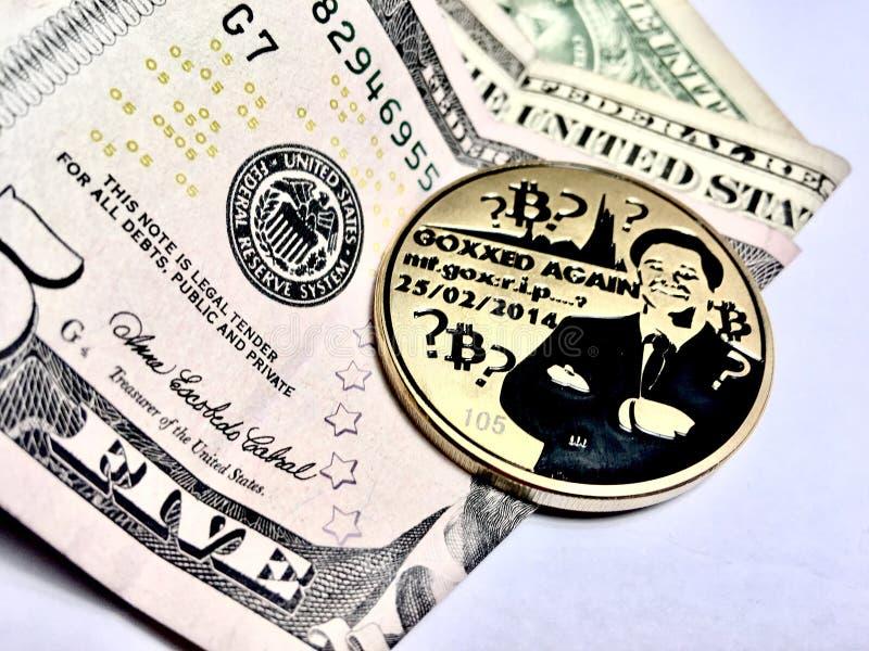 Bitcoin mit einem Dollar stockfoto