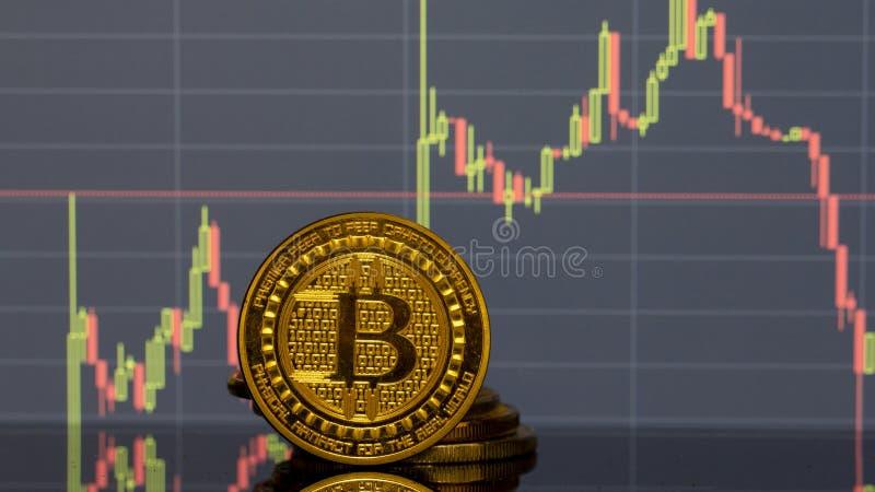 Bitcoin moneta na tło grafika w górę obrazy royalty free