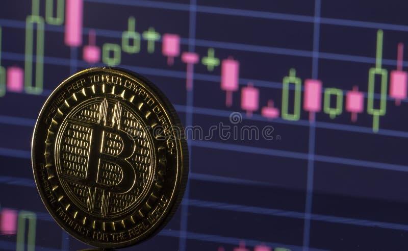 Bitcoin moneta na tło grafika w górę obraz royalty free