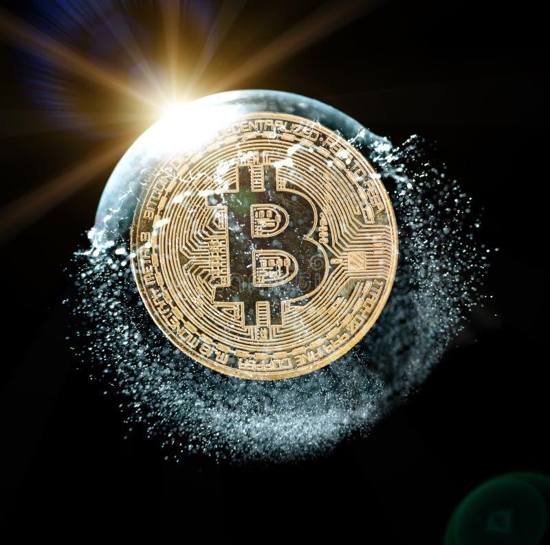 Bitcoin moneta w mydlanym bąblu Pojęcie niestabilność crypto waluta fotografia stock