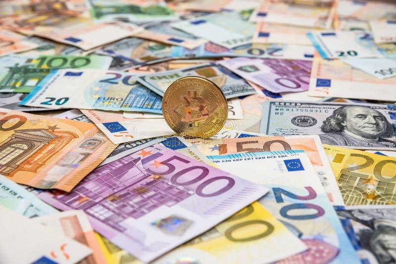 Bitcoin na dolarze i euro zdjęcia royalty free
