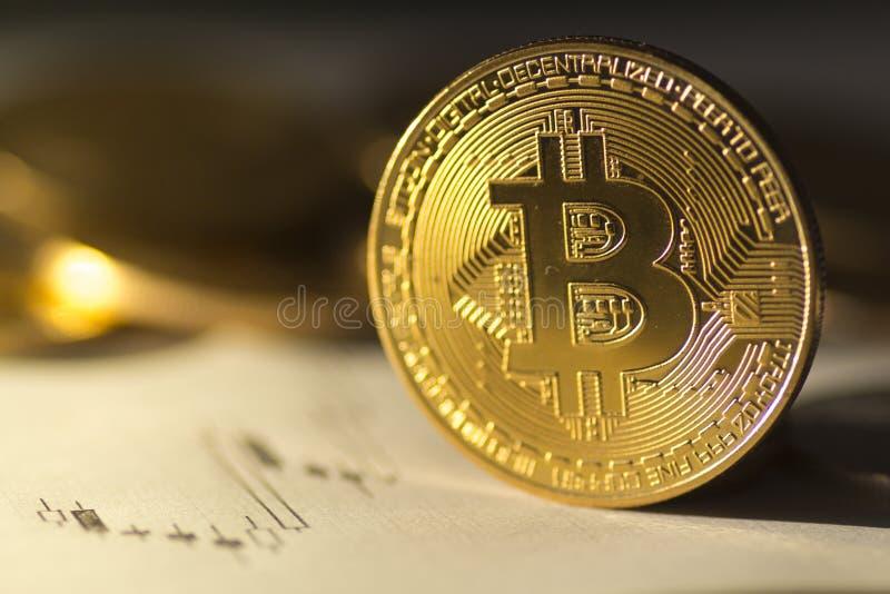 Bitcoin na obscuridade na imagem do estoque do mercado de urso foto de stock
