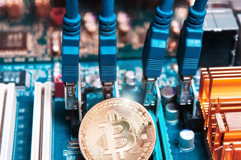 Bitcoin na perspectiva de uma placa gráfica Tecnologia de imagens de stock royalty free