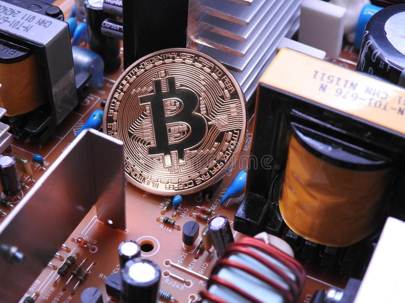 Bitcoin och elektroniska delar arkivfoton