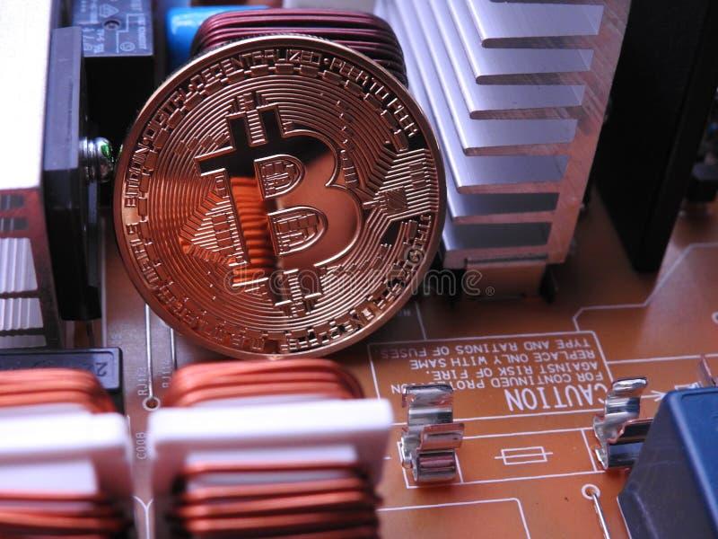 Bitcoin och maktbräde royaltyfri bild